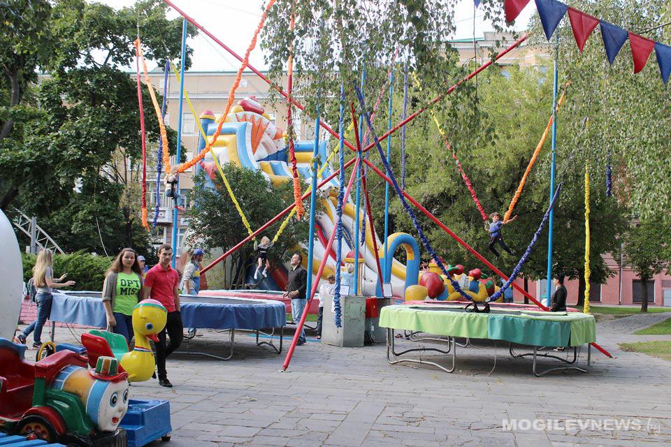 Детские аттракционы переехали с улицы Лепешинского в сквер 40-летия Победы