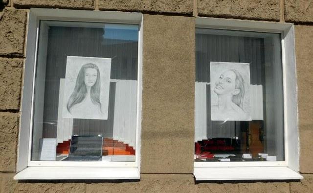 В окнах центральной библиотеки Могилёва появилась новая выставка