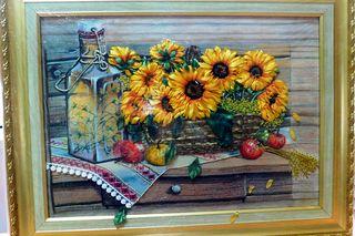 «Магия ленты» Алёны Гранской: 20 авторских работ можно увидеть в окнах городской библиотеки