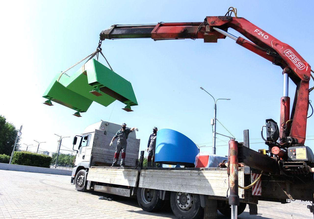 ВМогилеве наТроицкой набережной устанавливают арт-объект «МОВА»